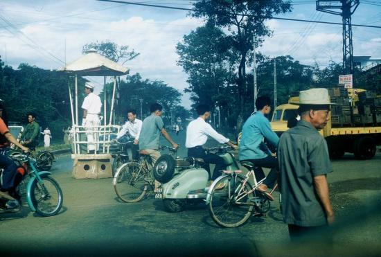 Cảnh sát giao thông tại một ngã tư