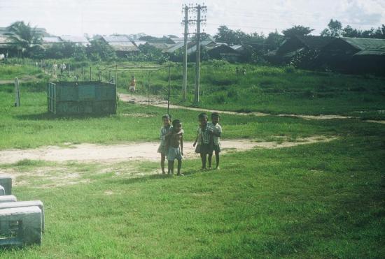 Những đứa trẻ ở ngoại ô.