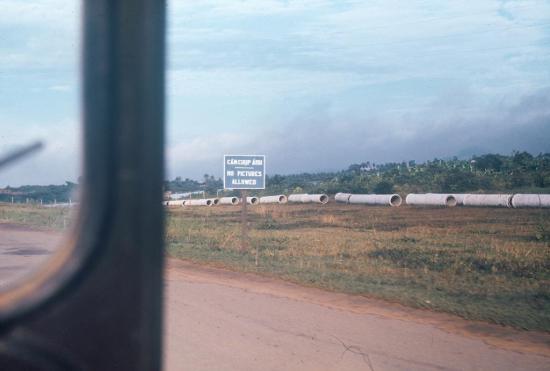 """Cấm chụp ảnh"", trên xa lộ Biên Hòa."