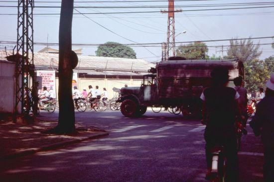 Một giao lộ ở Sài Gòn.