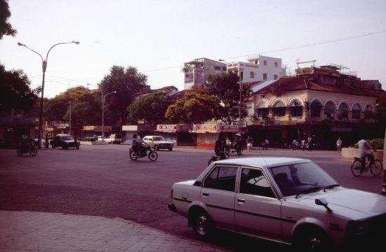 Đường Nguyễn Huệ.