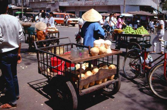 Đường Phan Bội Châu, bên hông chợ Bến Thành.