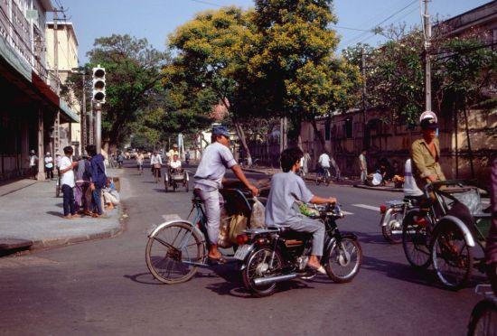 Giao lộ Nguyễn Du – Hai Bà Trưng.