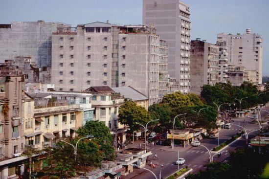 Đường Lê Lợi nhìn từ khách sạn REX.
