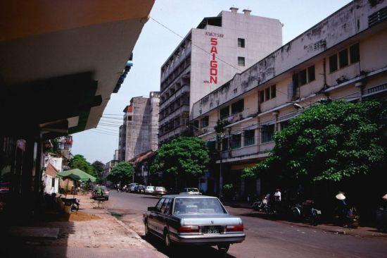 Khách sạn Bông Sen trên đường Đồng Khởi.