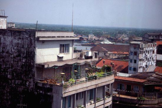 Khung cảnh nhìn từ tầng cao của khách sạn Bông Sen.