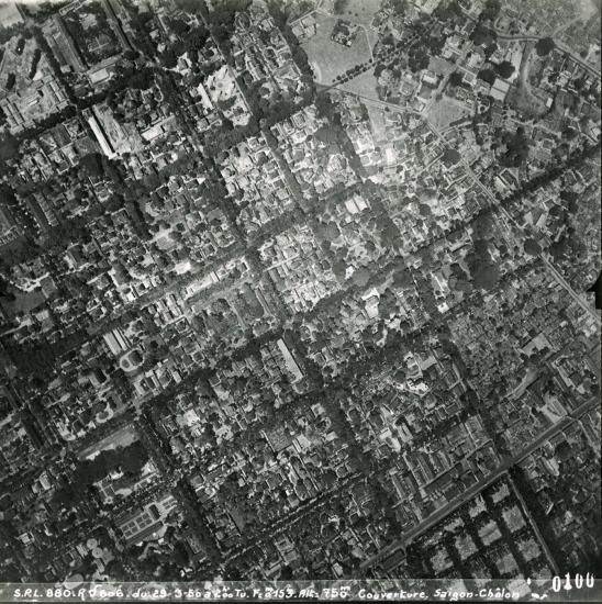 Trường Gia Long (góc trên trái) và Nghĩa trang Mạc Đĩnh Chi (góc dưới phải).
