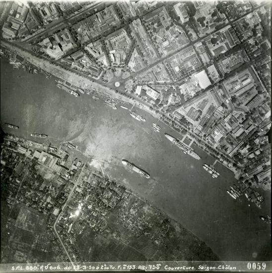 Bến Bạch Đằng bên sông Sài Gòn.