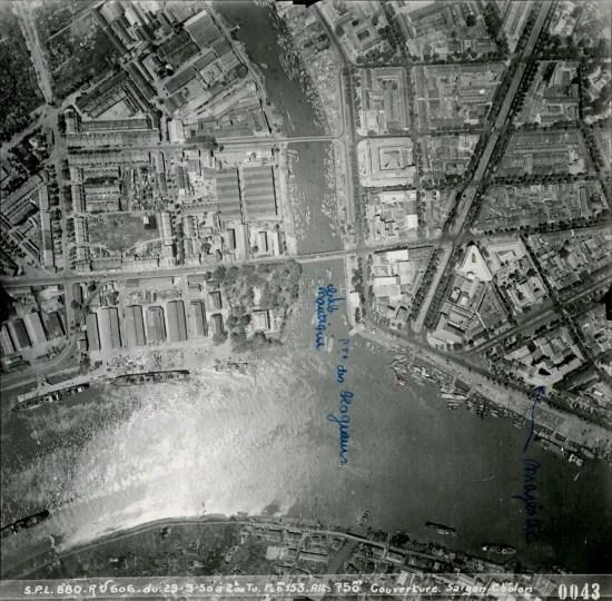 Nơi rạch Bến Nghé đổ ra sông Sài Gòn.