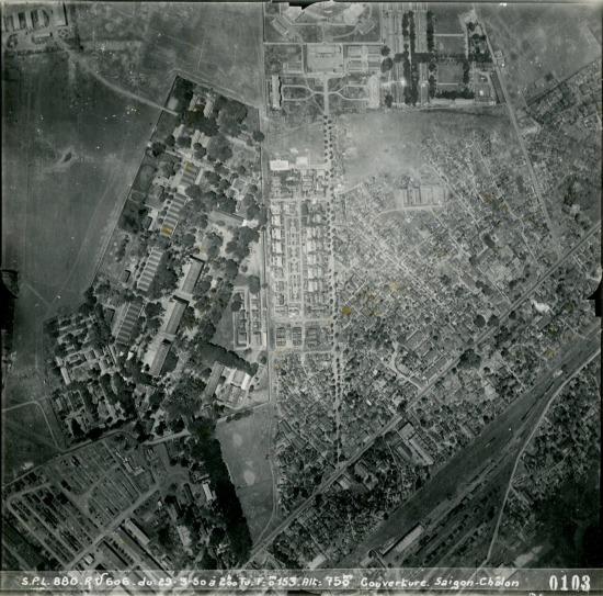 Khu vực sẫm màu phía bên trái là Trại pháo binh thuộc địa của Pháp.