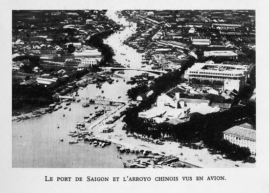 Cảng Sài Gòn và rạch Bến Nghé nhìn từ máy bay.