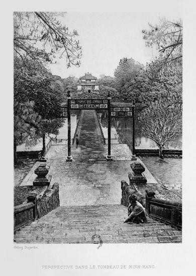 Khung cảnh bên trong lăng vua Minh Mạng.
