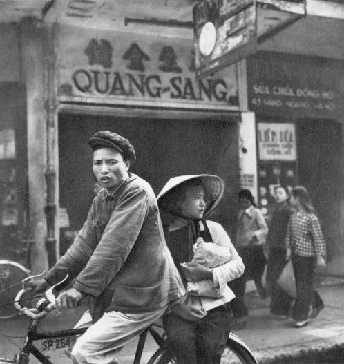 Trên phố Hàng Ngang.