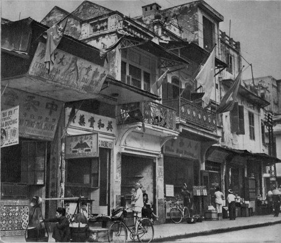 Phố Hàng Buồm, khu phố của người Hoa ở Hà Nội xưa.