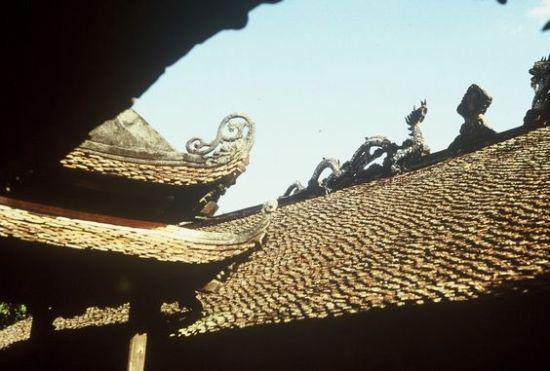 Mái chùa cổ kính.