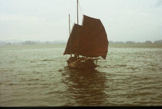 Kiểu thuyền thường thấy ở vịnh Hạ Long.