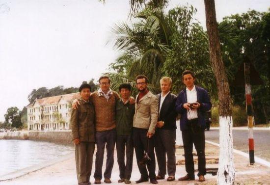 Nhóm chuyên gia CHDC Đức và những người bạn Việt Nam.