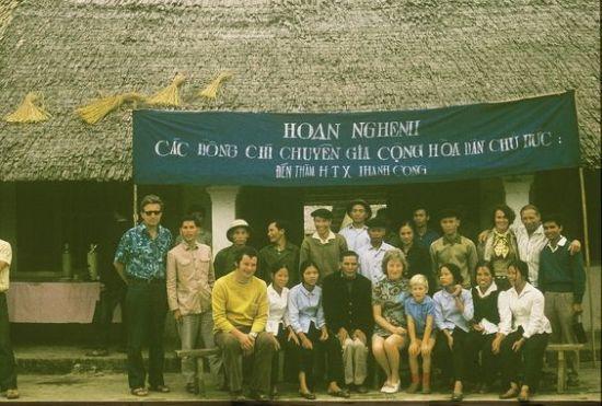 Buổi tiếp đón các chuyên gia CHDC Đức tại một hợp tác xã ở Thái Nguyên.