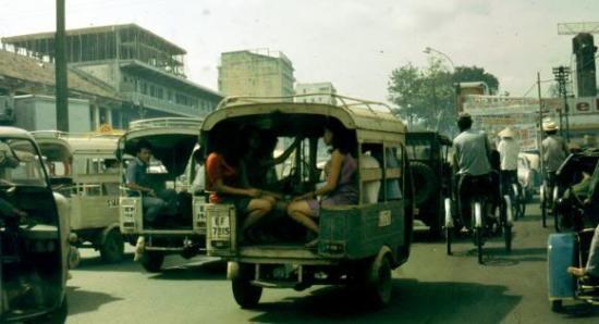 Xe lam - một phương tiện rất phổ biến tại Sài Gòn thời điểm trước năm 1975