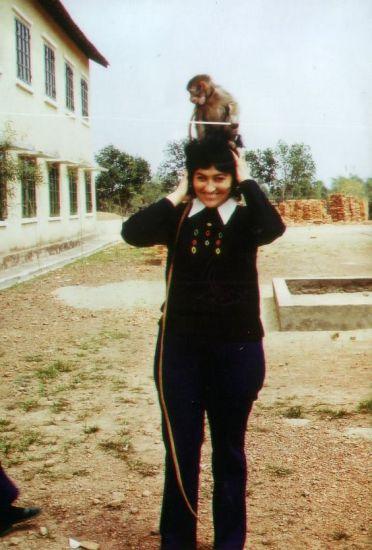 Chú khỉ có tên Resi trở thành một người bạn của các chuyên gia Đức.