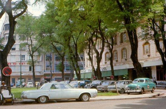 Nhà hàng Continental - đường Tự Do