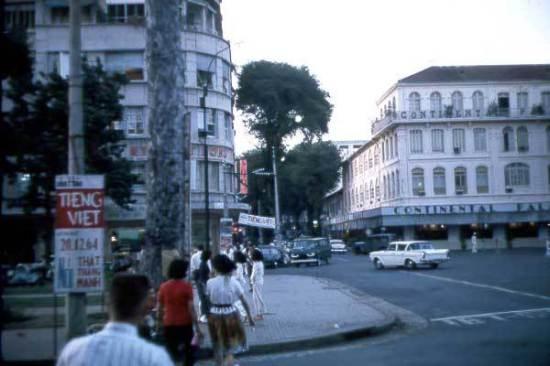 Khu vực quảng trường phía trước Nhà hát thành phố