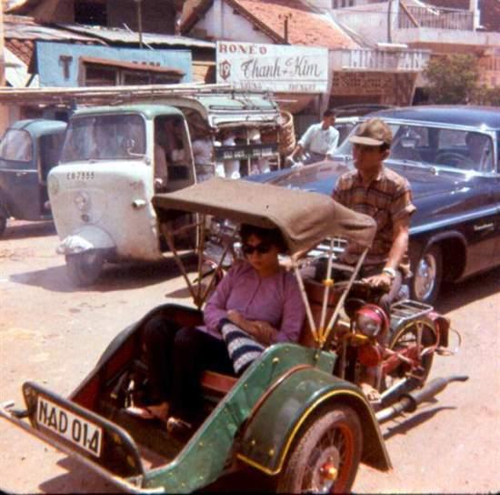 Xe lam trên đường phố Sài Gòn