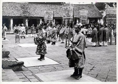 Lễ thiết triều của các quan lại triều Nguyễn, ảnh chụp năm 1926