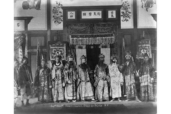 Một gánh hát bội của người Việt tại Triển lãm Thế giới Paris 1889