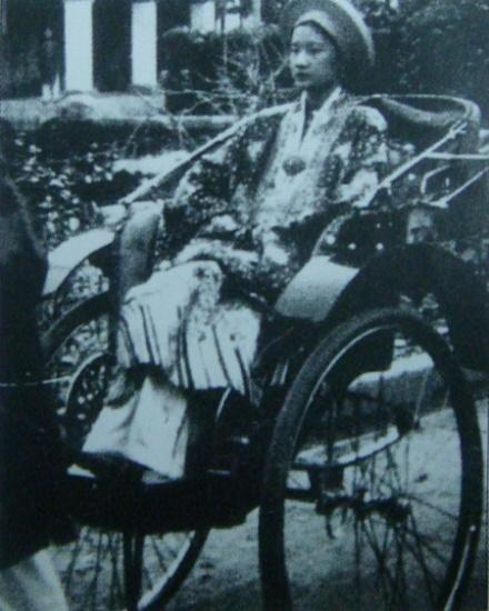 Nam Phương hoàng hậu trong lễ tấn phong năm 1934