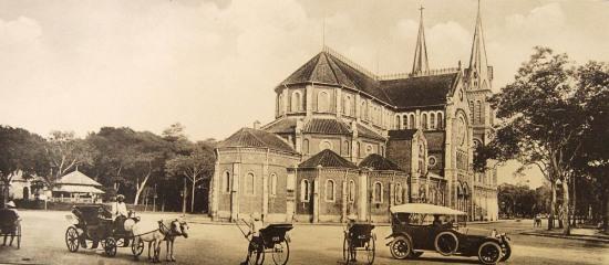 Nhà thờ Đức Bà, nhìn từ mặt sau.