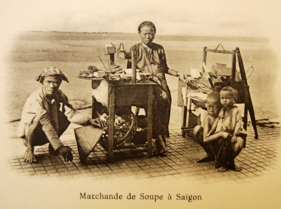 Hàng ăn vỉa hè Sài Gòn.