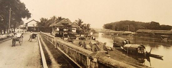 Sông Sài Gòn và cầu Khánh Hội.