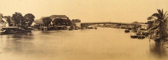 Cây cầu của hãng vận tải Messageries Maritimes (nay là cầu Mống).