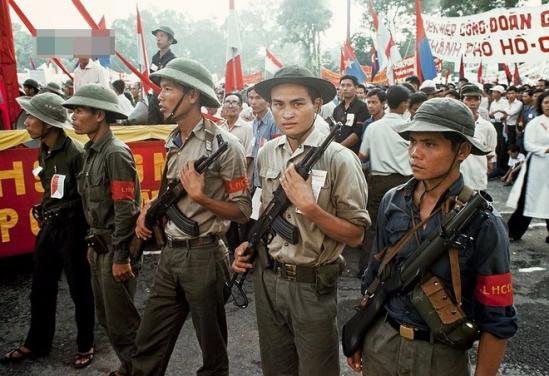 Các chiến sĩ làm nhiệm vụ bảo vệ buổi lễ.