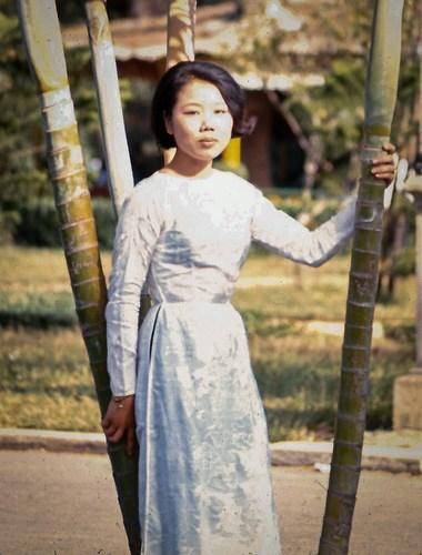 Thiếu nữ áo dài Sài Gòn.