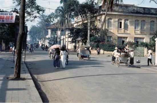 Tòa nhà bưu điện xưa ở ngã tư Phan Đình Phùng - Ngô Quyền.
