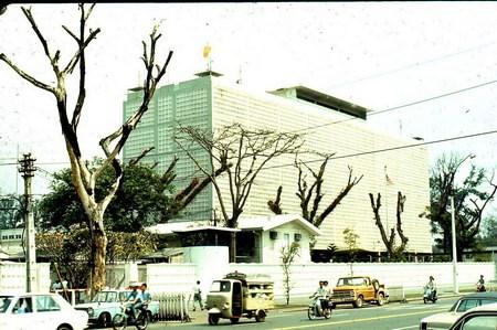 Tòa nhà Đại sứ quán Mỹ.