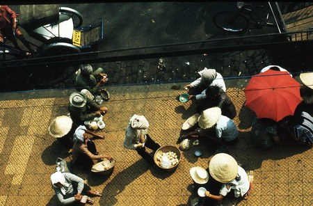 Trước cửa đền Ấn Giáo đường Trương Công Định.