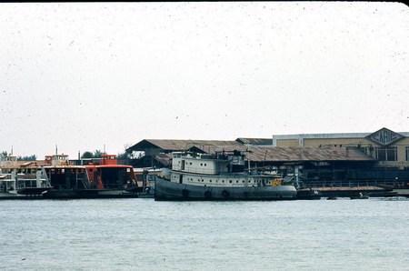Xưởng đóng tàu Caric ởThủ Thiêm, bên kia sông Sài Gòn.