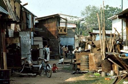 Những khu dân cư như vậy có rất nhiều quanh sân bay Tân Sơn Nhất, nơi Jeff Dahlstrom công tác.