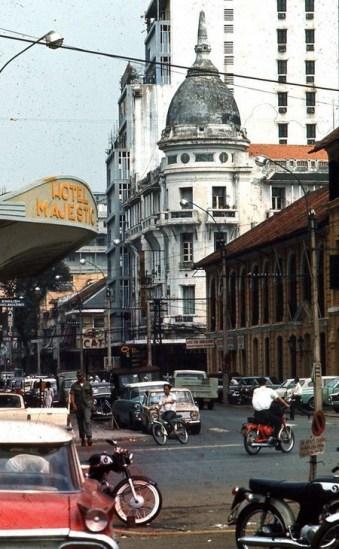 Cuối đường Tự Do - Majestic Hotel và Grand Hotel (nhà có tháp tròn).