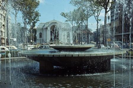 Đài phun nước trước quảng trường Lam Sơn.