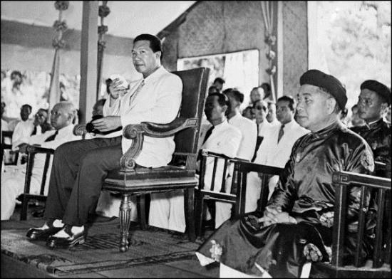 Một bức ảnh kháp chụp trong cùng chuyến đi Hà Nội năm đó (Ảnh: Stringer/AFP)