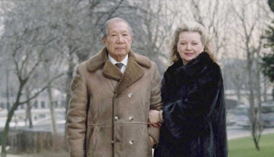 Bảo Đại chụp cùng người vợ Pháp của mình, bà Monique Baudot vào năm 1992, 5 năm trước khi ông qua đời vào năm 1997 (Ảnh: Raymond Reuter/Sygma/Corbis)