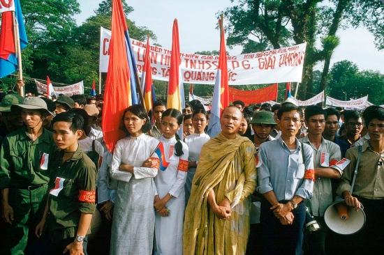 Đông đảo các tầng lớp nhân dân và tổ chức đoàn thể đã có mặt trong buổi lễ trọng đại ở Sài Gòn.