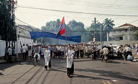 Từ Dinh Độc Lập, các đoàn diễu hành tỏa ra các ngả đường của Sài Gòn.