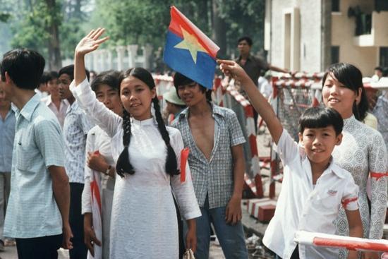Sự hân hoan của người dân thành phố trong ngày lễ trọng đại.