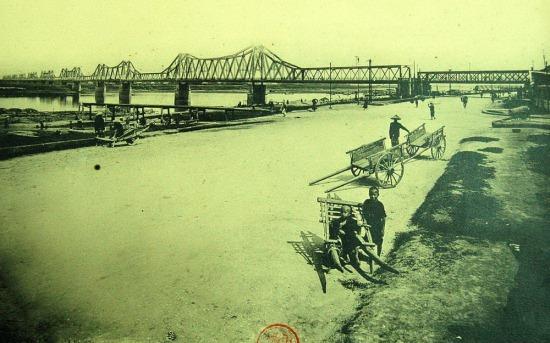 Cầu Paul Doumer (Long Biên) của Hà Nội.