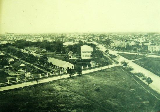 Khu phố mới của người Pháp chụp từ Cột cờ Hà Nội.